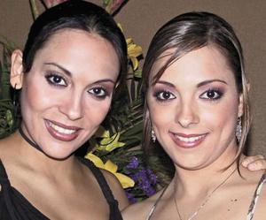 Ileana del Río Guerrero con su hermana Mónica