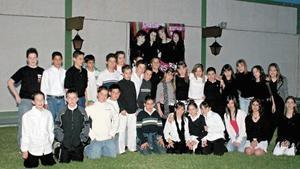 Bárbara acompañada de todos sus amigos y amigas
