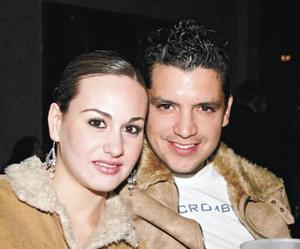 Luz Ma Acuña y Roberto Barranco