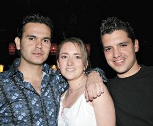 Israel Garza, Alma Villalobos y Roberto Barranco