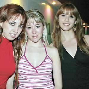 <I>Y ¡ LLEGO LA NOCHE!</I><P>Liliana Villa, Paulina Velasco y Laura Gajón