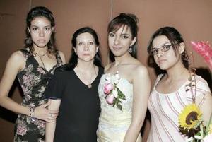 20 de marzo 2005  Por su cerrcano matrimonio, Claudia Lialiana Mora celebró una despedida de soltera en compañía de familiares y amigos.