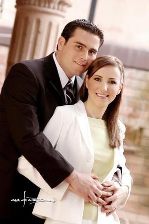 Sr. Guillermo Arratia Abularach y Srita. Claudia Rosas Martín efectuaron su presentación religiosa el viernes cuatro de marzo de 2005.