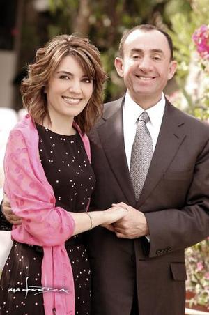 Lic. Luis Salazar Medina y C.P. María de Pilar Aguirre Zozaya efectuaron su presentación religiosa y contrajeron matrimonio civil.