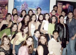 Andrea Anahí H. Quiroz celebró sus 15 años, en compañía de sus amistades.
