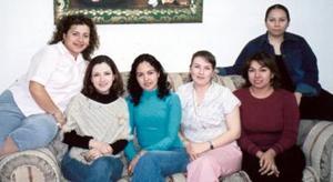 Liz Jaramillo, Marcela Castrillón, Rina Vanesa Gómez, Aurora Ugarte, Nora Cossio y otra compañera en una reunión de agentes de viaje.