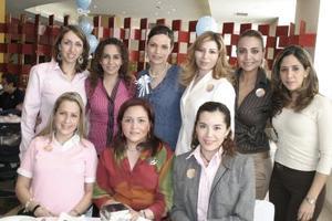 Rocío Vargas de Kuri acompañada de sus amistades en su fiesta de canastilla, misma que le fue organizada por el próximo nacimiento de su segundo bebé.