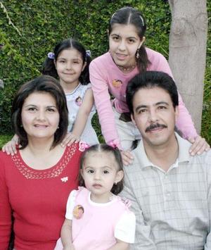 Frida María de Santiago Elías fue festejada con motivo de su segunso cumpleaños por sus papás Pedro de Santiago y María del Rocío Elías de Santiago y popr sus hermanas.