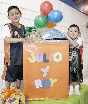Julio Édgar y Roy Alejandro Arias Muñoz, captados el día de su cumpleaños.