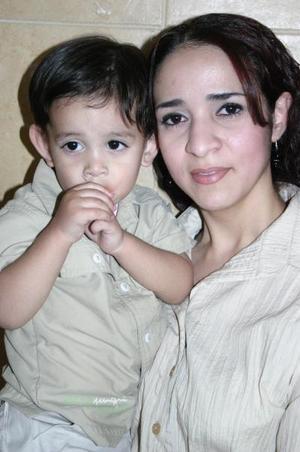 Raúl Ávila Macías junto a su mamá Lourdes Macías Huerta, el día que celebró su segundo cumpleaños.