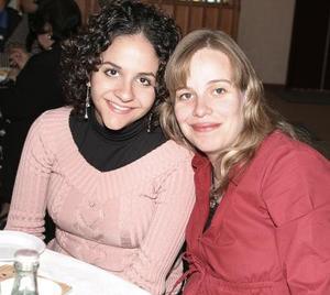 Paola Mexsen de Fahur y Mónica de Olivier.