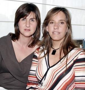 <b>21 de marzo 2005</b> <p> Pilar de Hamdan y Laura Treviño de Braña.