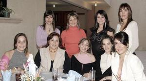 <b>21 de marzo 2005 </b> <p> Ana Sofía Méndez de De  la Garza con invitadas a su fiesta de canastilla.