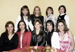 <b>22 de marzo 2005 </b> <p> Verónica de Siller recibió felicitaciones y regalos por su cumpleaños.