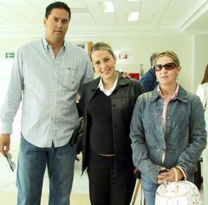 <b>21 de marzo </b><p>  Olga de Maturino y Cristina Beltrán viajaron a Cancún; las despidió Salvadro Beltrán