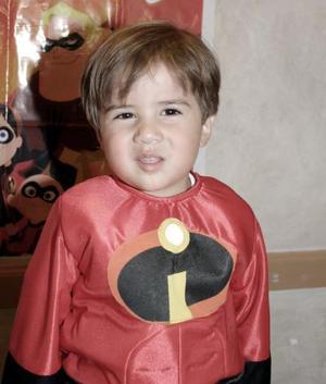 Alejandro Flores Gutiérrez caracterizó a uno de los personajes de los Increíbles en su fiesta de cumpleaños.