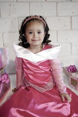 <b>23 de marzo </b> <p> Valeria Martínez Pérez, captada en su piñata .