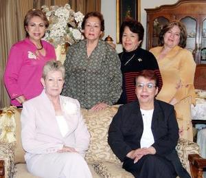 Elía de Millán, Blanca de Chávez, Anita de Lares, Marichuy de Váquez y Jesu de Anda le organizaron un ameno convivio a Magda de García con motivo de su cumpleaños.