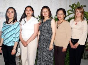 <b>24 de marzo 2005</b> <p> Fabiola Reyes Aceves recibió numerosas felicitaciones en la despedida de soltera que le ofreció Blanca Reyes.