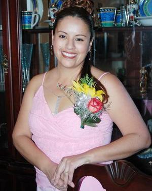 Isela Marysol Flores García captada en la despedida de soltera que le ofrecieron hace unos días por su próxima boda con Oliver Frank Schwindt.