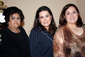 Karla Susana López Mora disfrutó de una segunda despedida de soltera que le ofrecieron Laura López y Susana Mora.