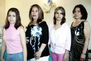 María elena Ramírez Quezada acompañada por Rosalba Rivas Ramírez, Alma Delia Rivas y Socorro Ramírez de Rivas quienes le organizaron una fiesta de canastilla.