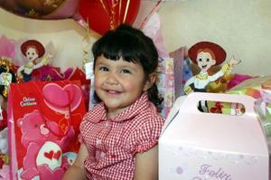 Fernanda Urbina Padilla recibió numerosas felicitaciones en el convivio que le organizaron con motivo de su cumpleaños.