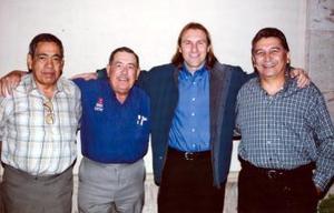 Manuel Falcón, Antonio Gutiérrez y Jorge Márquez con Héctor 'El Ruso' Adomaitis.