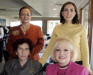 Esperanza de Dávila, Silvia de Báez, Claudia de Cabarga y Nena de Estrada.