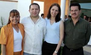 <b>26 de marzo 2005</b> <p> Angélica Aceves Miramontes y Robin Guzmán contraerán matrimonio en próximos días, por lo que familiares les organizaron una fiesta.