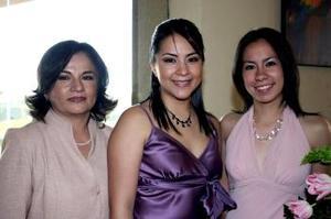 26 de marzo 2005  Olga Irma Medina Ramírez con su mamá y otra acompañante.