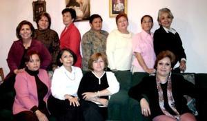 Rocío, Soledad,Silvia, Lidia, Yolanda, Irene, Rebeca, María Elena, Lupita, Angélica, en pasado convivio.