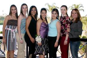 Olga Irma Medina Ramírez con sus amigas Valeria Correa, Susana Lerma, Lulú Cardona, Minerva Soto, Blanca Ruiz y Cristy Soriano.