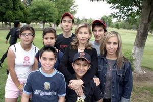 <b>26 de marzo 2005 </b> <p> Emma de Sifuentes, Michelle y Roberto Sifuentes, Vivi Camacho, Ale Araujo, Xóchitl Delgado, Pepe y Rodrigo Sarmiento.