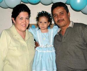 <b>25 de marzo </b> <p> Fátima Lizeth Mena Dorado festejó cu tercer cumpleaños y sus papás, Sergio Mena y Guadalupe Dorado, le prepararon una merienda