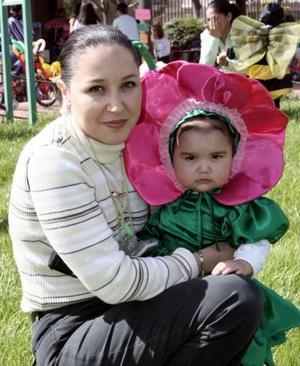 Ofelia Negrete y su hija Luciana Estrada Negrete.