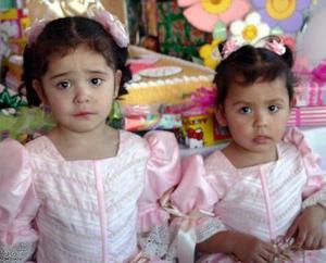 <b>26 de marzo </b> <p> Andrea y Marisol Rivera Hernández cumplieron tres y dos años de vida.