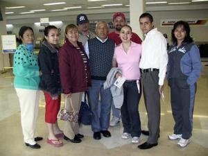 <b>25 de marzo </b><p> Carla Salazarviajó a San Diego y fue despedida por la familia Lugo del Valle y amigos.