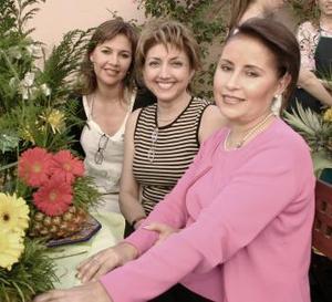 Damas del Club Gardenia, Coco de Rentería, Martha de ávalos,y Norma de Hernández.