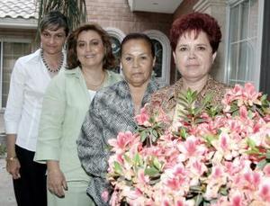 D-Las anfitrionas de la junta de trabajo del Club Margaritas fueron Adriana de Marcos, Velina de Murra, Elvira Arredondo y Chabe de Medrano