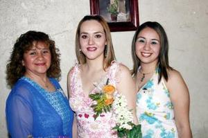 Abril Rivas Morales contraerá matrimonio en próximas fechas  y por ello, Josefina Lugo y Karla Salazar le ofrecieron una despedida de soltera.