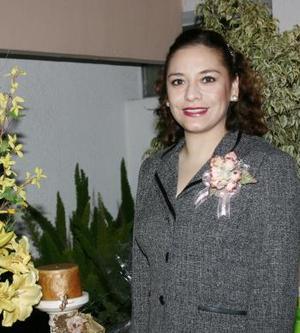 Cony Escobar Aguado recibió felicitaciones por su próximo matrimonio.