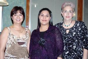 Mónica de la Fuente de Adame acompañada de Alejandra Ruiz de Adame y Leticia M. Vallejo.