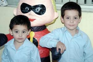 Ernesto y Eduardo de la Cruz Pérez Vertti cumplieron cinco y tres años de vida.