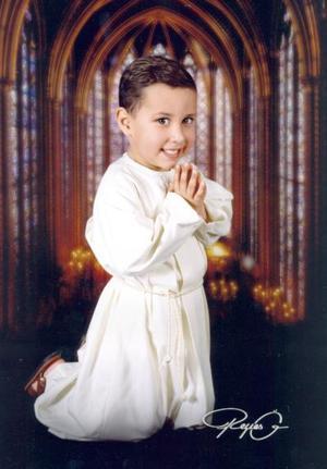 Niño Guillermo Daniel Jacobo Aguilar, en una foto de estudio.