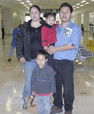Héctor Flores, Aidé Pérez y Odalis Flores viajron a Tecate, Baja California
