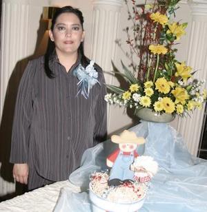 <b>28 de marzo 2005</b> <p> Por el cercano nacimiento de su bebé, Lucy Rivera Padilla recibió múltiples regalos y felicitaciones.