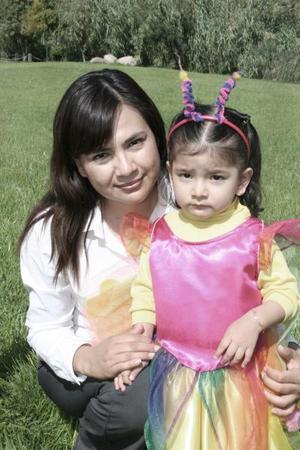 Natalia Antuna captada con su mamá, Norma Hernández de Antuna.