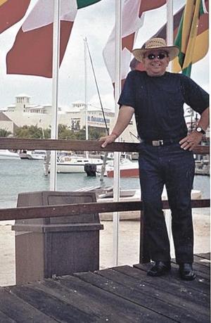 Héctor Valenzuela en su más reciente viaje a las paradisiacas playas de Cancún, Quintana Roo.