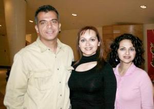 <b>28 de marzo 2005</b> <p> Ulises Nahle, Cristina de Nahle y Grwetel Quezada.